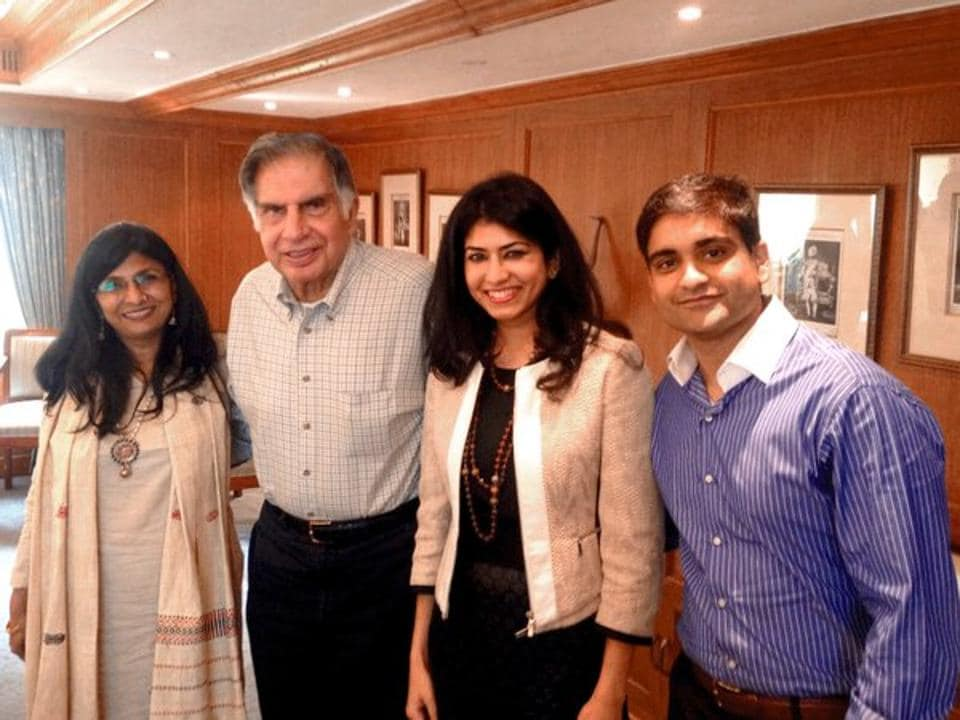 Rohan Bhargava (R) and wife Swati pose with Ratan Tata, who has invested in CashKaro. The company is the country's single largest cashback site.