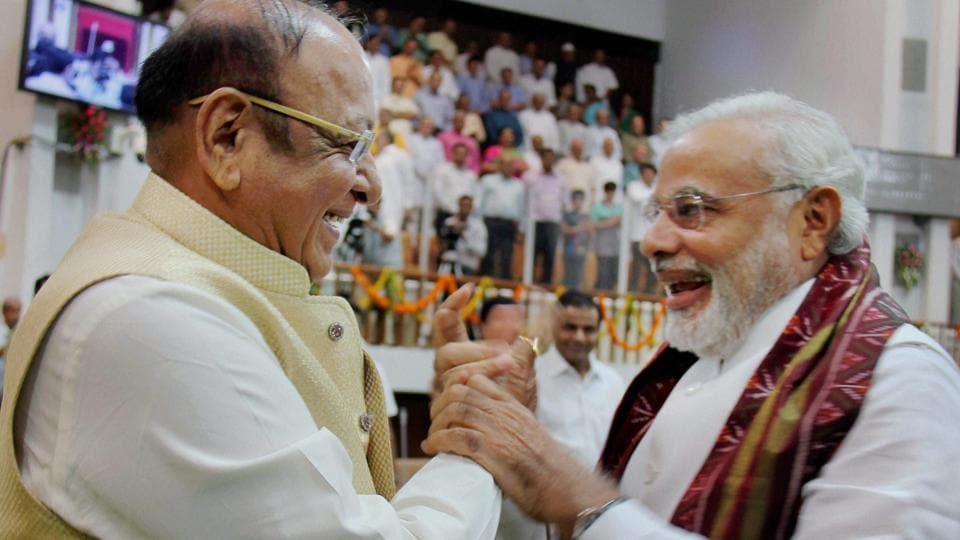 Congress' Shankersinh Vaghela (left),  Modi's friend-turned-foe, feels the Hindutva card isn't working as Patels are unhappy.