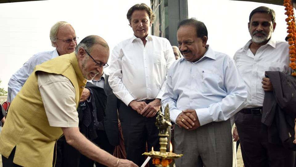 Delhi L-G Anil Baijal (left), Union minister Harsh Vardhan (right) and minister of foreign affairs for the Netherlands, Bert Koenders (centre), lay the foundation stone for the Barapullah drain project.