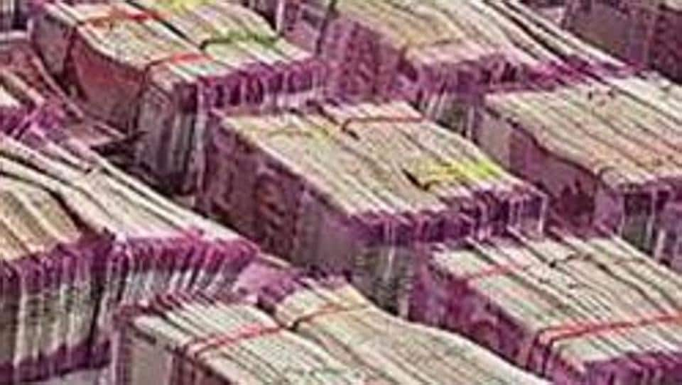 Rs 4.7 crore cash in new currency seized by Income Tax department in Bengaluru.