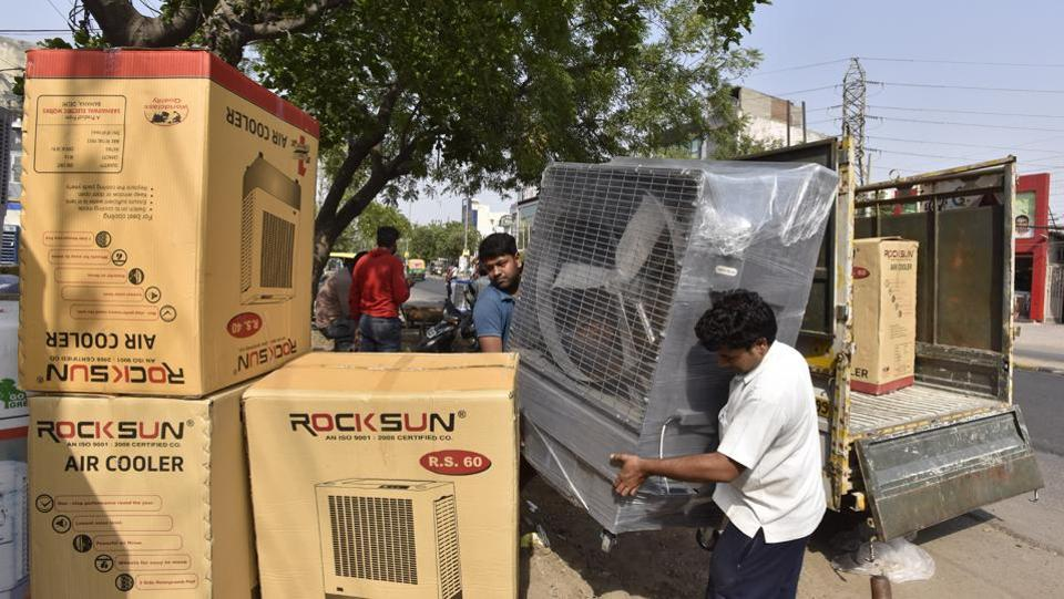 At 44.8 degree Celsius, Gurgaon recorded the highest temperature of this season recently with demand for coolers and air conditioners rising exponentially.  (Sanjeev Verma/HT PHOTO)