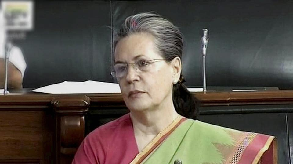 Sonia Gandhi calls Mamata Banerjee from hospital for talks on Monday