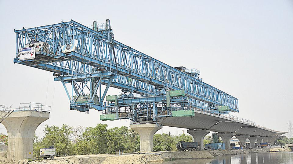 The Ghaziabad Development Authority is concentrating on the construction of girders and segments of the elevated road.