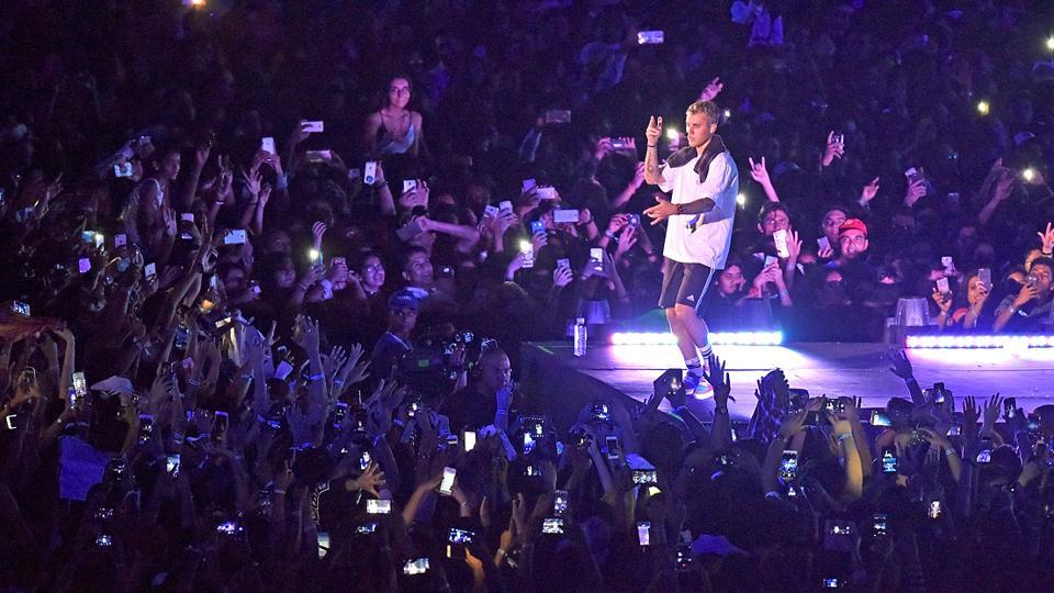 Canadian popstar Justin Bieber takes the stage by the storm at DY Patil Stadium in Mumbai on Wednesday. (Pratik Chorge/HT Photo)