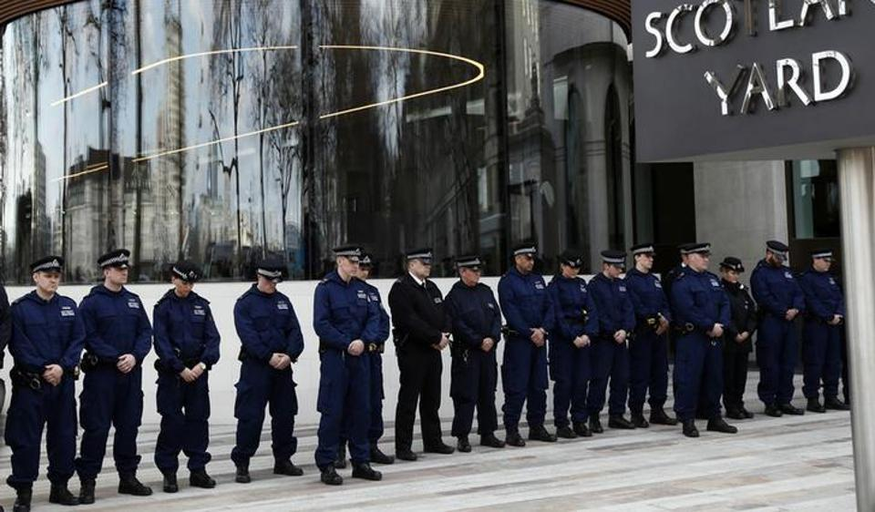 A probe is looking at whether Scotland Yard officers contacted Indian counterparts and if the services of computer hackers in India were obtained to access email accounts.