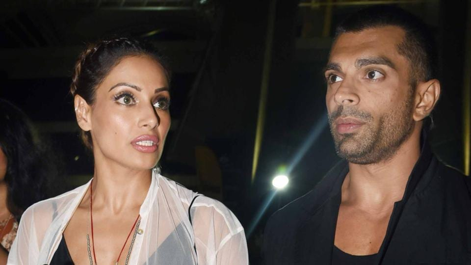 Actors Bipasha Basu and Karan Singh Grover were mobbed outside the DY Patil Stadium