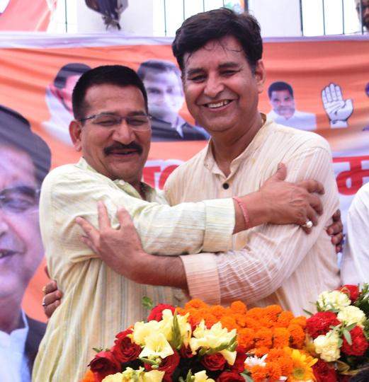 Outgoing PCC chief Kishore Upadhyay (left) complimenting his successor Pritam Singh (right) at party office in Dehradin on Thursday.