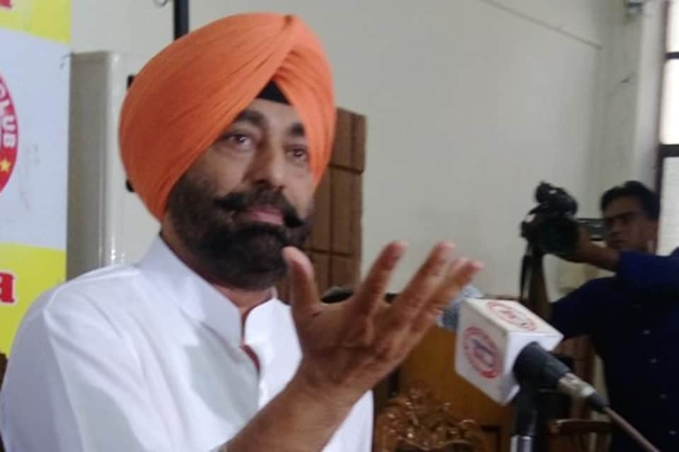 AAP MLASukhpal Singh Khaira addressing a press conference in Jalandhar