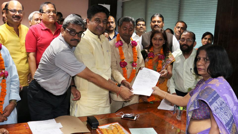 BJP councillor from Rohini, Preeti Aggarwal, (garlanded) who filed nomination for the post of mayor of North Delhi Municipal Corporation on Thursday, is likely to be elected unopposed on May 18.