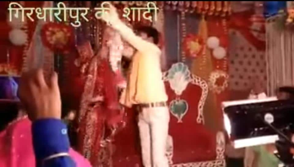 This couple's varmala fight will leave you in splits.