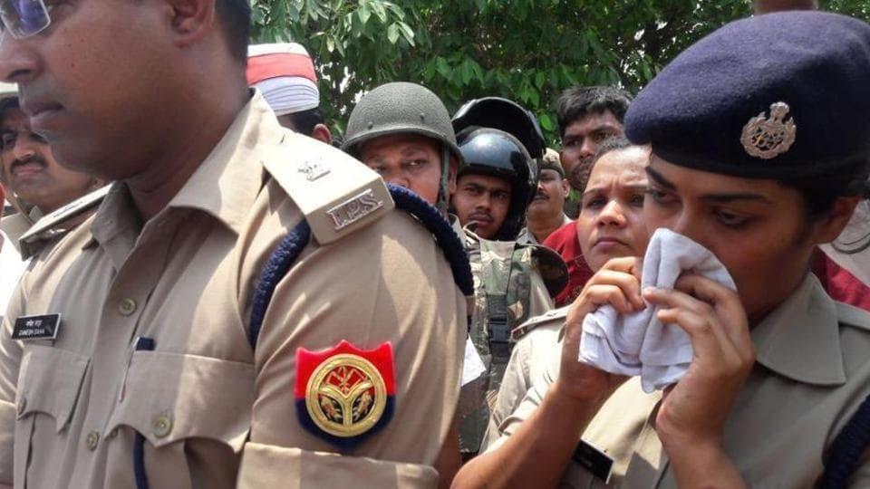 Gorakhpur MLA,IPS officer row,Charu Nigam