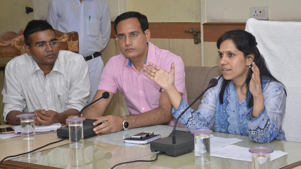 Ghaziabad DM Ministhy S (right) said that the issue of 'arbitrary' fee hike will now be decided by the newly formed state level committee.