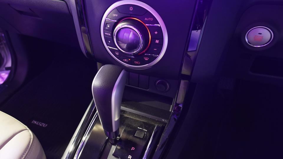 The cabin comes loaded with features such as 7-inch touchscreen infotainment, automatic climate control and other state of the art features. There's a start-stop button and lot of practical storage spaces. (Vipin Kumar/HT PHOTO)