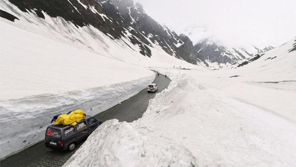 Srinagar-Leh Highway,Winters,Winter break
