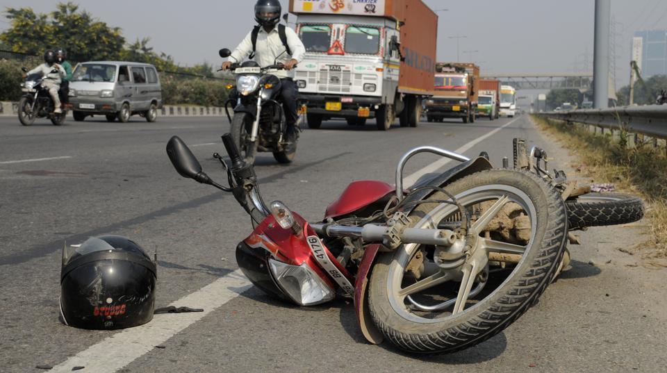 Maharashtra,Bike accident,Burnt to death