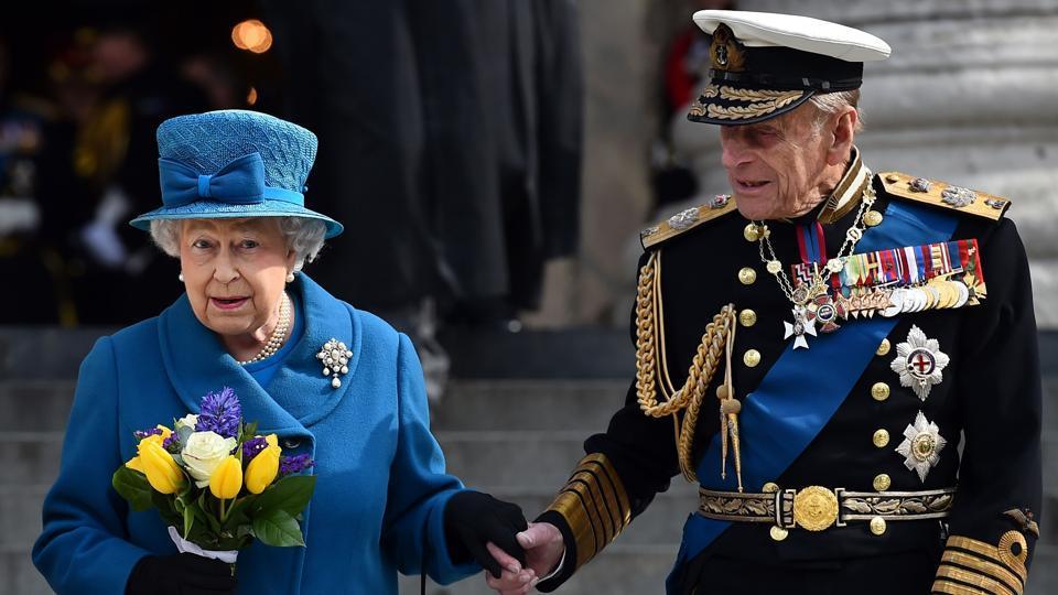 Britain's Queen Elizabeth II (L) and Britain's Prince Philip, Duke of Edinburgh, leaving St Paul's Cathedral, London. (File photo)