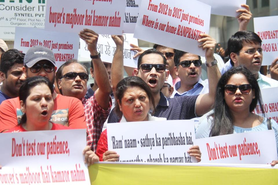 Around 200 miffed homebuyers held up banners and pamphlets and started shouting slogans against the developer.