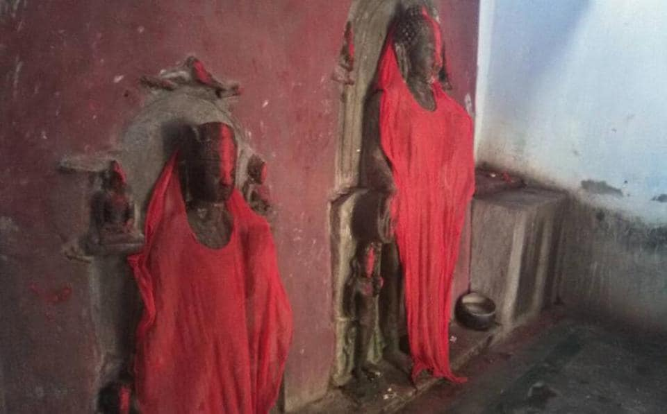 Idols of lord Buddha found at Bhuraha village in Gaya, being worshipped as Hindu goddesses. (HT Photo/Anil Kumar Ojha)