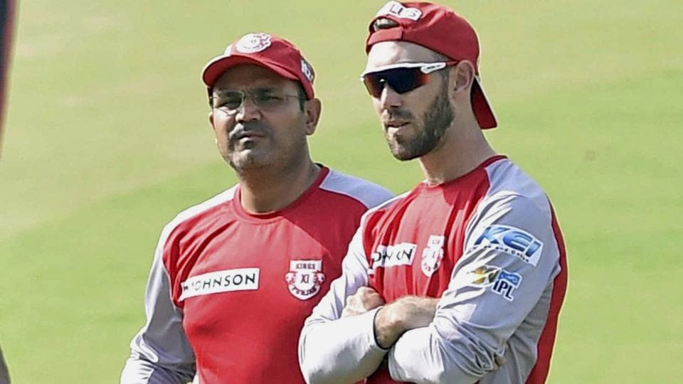 Virender Sehwag (L) was not happy with Kings XI Punjab's batting collapse in the IPL 2017 match against Rising Pune Supergiant, and lashed out at team captain Glenn Maxwell (R) for his performance.