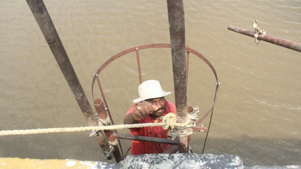 Repair work being carried out at Versova bridge, which will be shut till May 20.