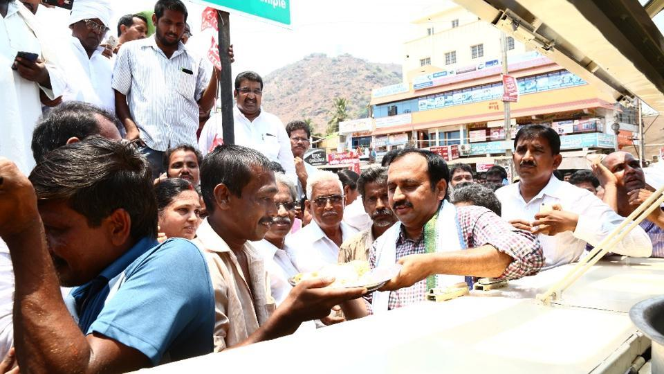 Mangalagiri MLA Alla Ramakrishna Reddy serves subsidised food to a labourer from his newly launched mobile Rajanna canteen at Mnagalagiri town, near Amaravati, the upcoming capital of Andhra Pradesh, on  Sunday.