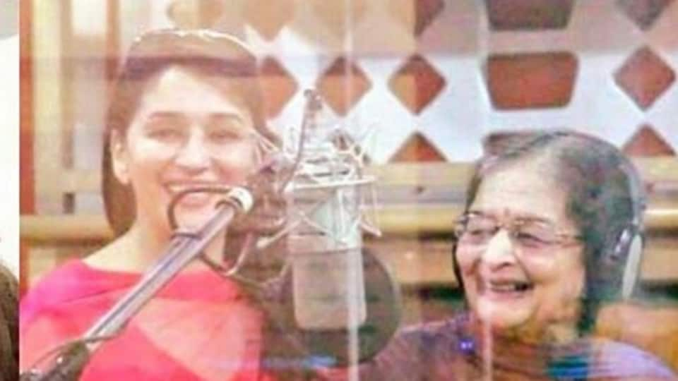 Actor Madhuri Dixit posted a picture with her mother Snehlata Dixit.