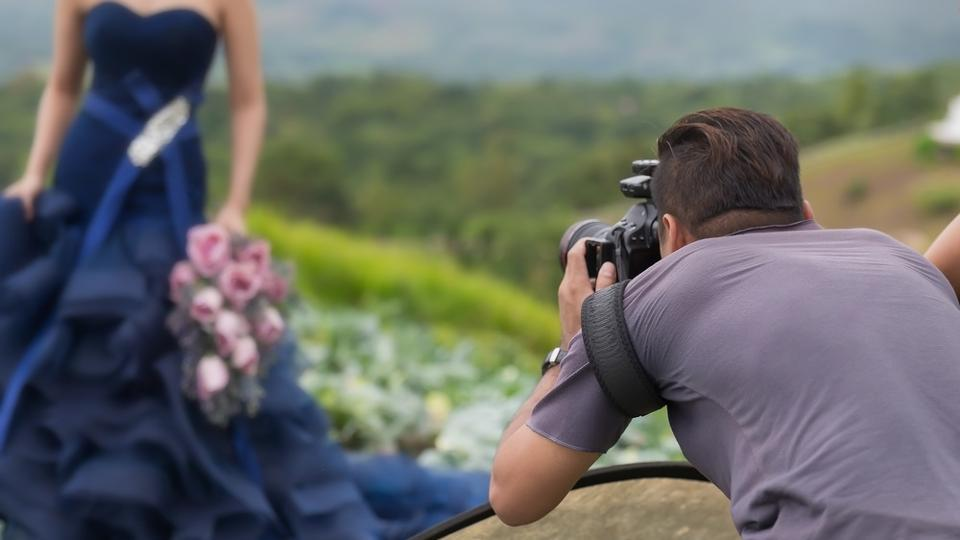 One of the most important factors to consider while deciding what to wear for your pre-wedding shoot is the weather.