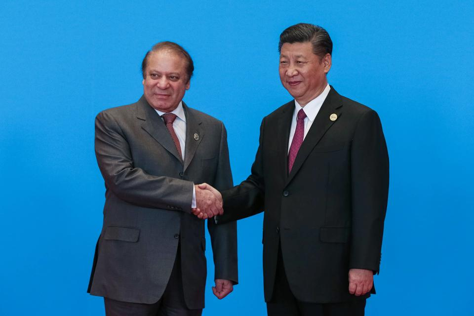 China President Xi Jinping (R) with Pakistan Prime Minister Nawaz Sharif during the welcome ceremony for the Belt and Road Forum  at the International Conference Center in Yanqi Lake, north of Beijing, on Monday.