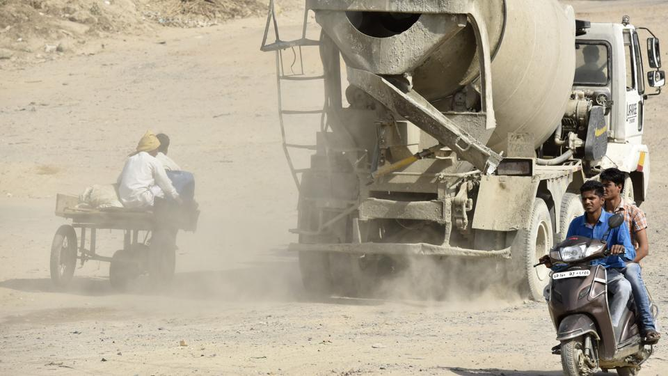 The chairman's directions had come following residents' complaints of dust-covered roads in the city.
