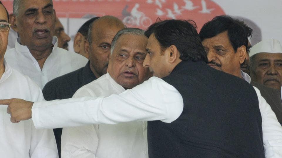A file photo of former Uttar Pradesh chief minister Akhilesh Yadfav, his father Mulayam Singh Yadav and uncle Shivpal Yadav.