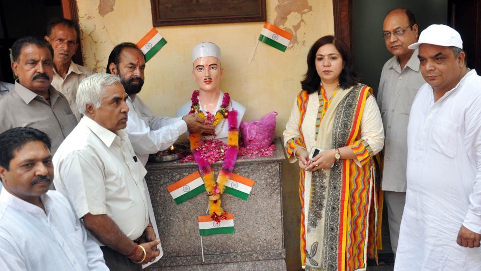 (Third from left)Additional deputy commissioner Neeru Katyal Neeru presenting flowers on the statue of Shaheed Sukhdev Thapar at his ancestral in Naughara Mohalla, Ludhiana, on Monday.