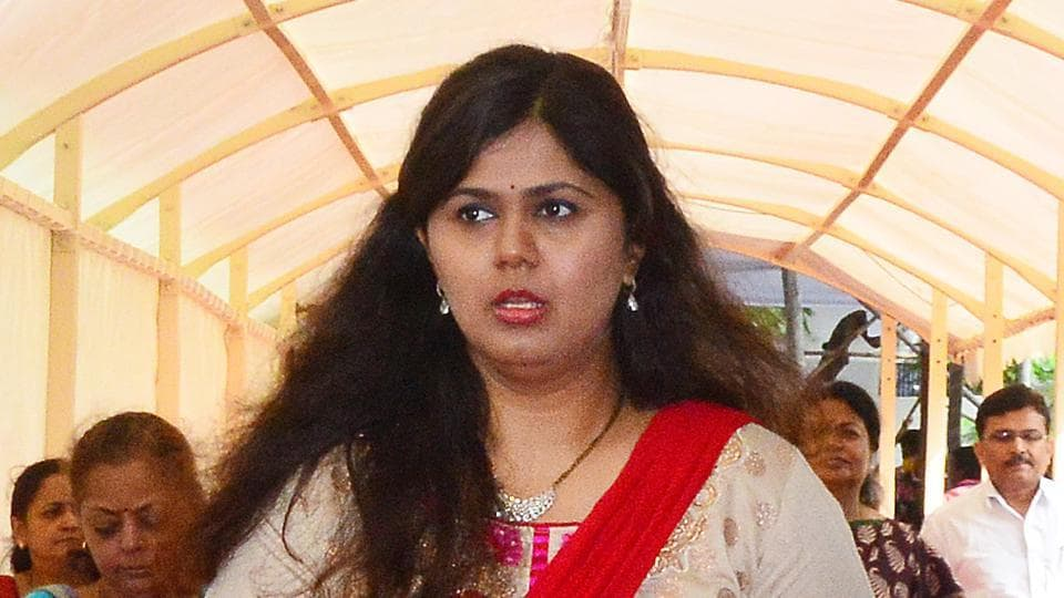 In 2014 assembly elections, just after the death of her father Gopinath Munde, Pankaja Munde had been pitted against her cousin, Dhananjay from the family seat of Parli
