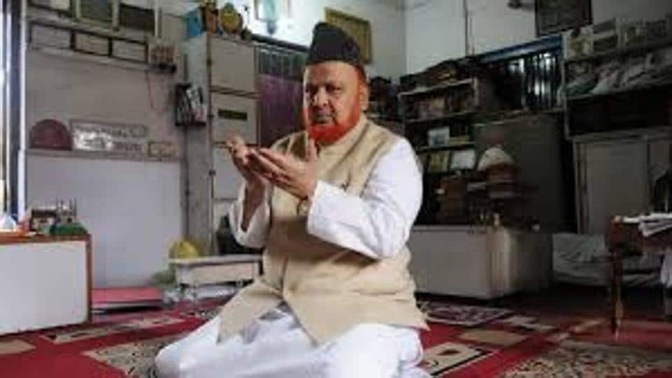 Noor-ur Rehman Barkati was better known as a  'fatwa imam'. Down the years he issued fatwas against a number of persons including Prime Minister Narendra Modi, writer Taslima Nasreen and Canadian columnist Tarek Fatah.