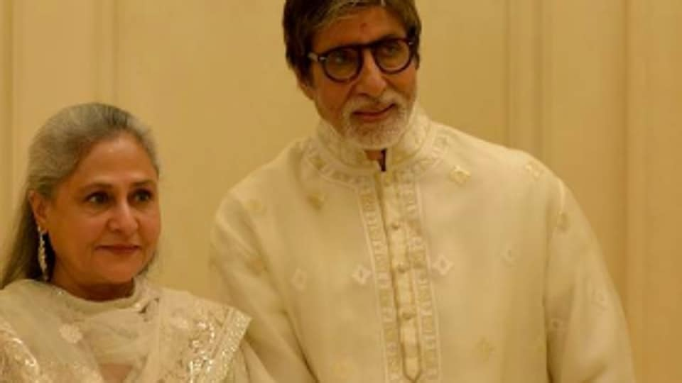 Actors Amitabh Bachchan and Jaya Bachchan were seen in a cameo in the film Ki & Ka (2016).