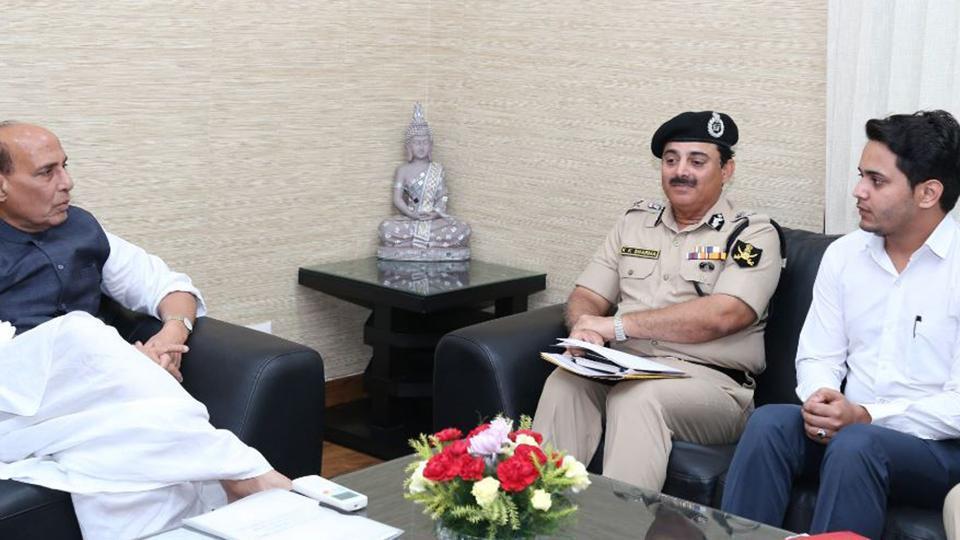 BSF officer,Nabeel Ahmed Wani,Maneka Gandhi