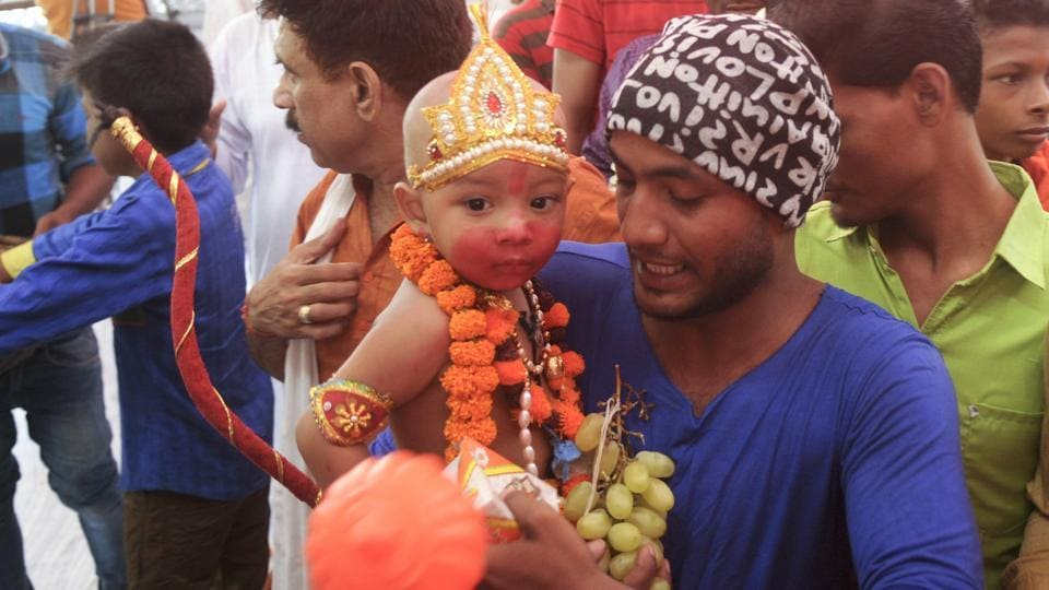 Devotees gathered  at Hanuman Setu on the occasion of Bada  Mangal  in Lucknow.