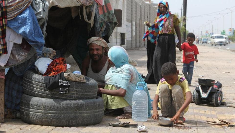 People displaced by the war in northwestern Yemen, are pictured next to their makeshift hut on the pavement of a street in the Red Sea port city of Hodeidah, Yemen May 15, 2017. Picture taken May 15, 2017.
