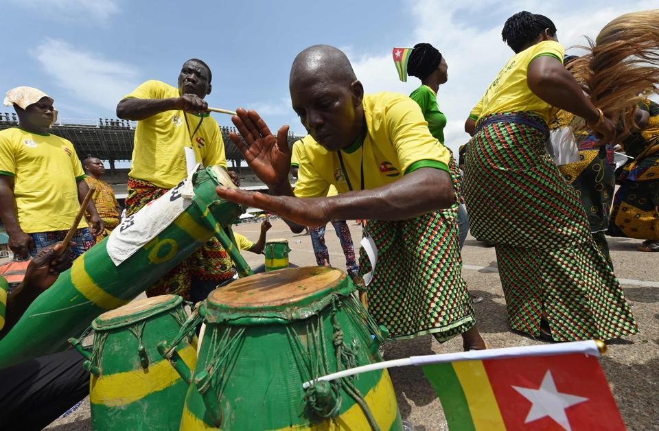 People from Togo perform during a carnival to mark 50 month-long celebrations. (PIUS UTOMI EKPEI / AFP)