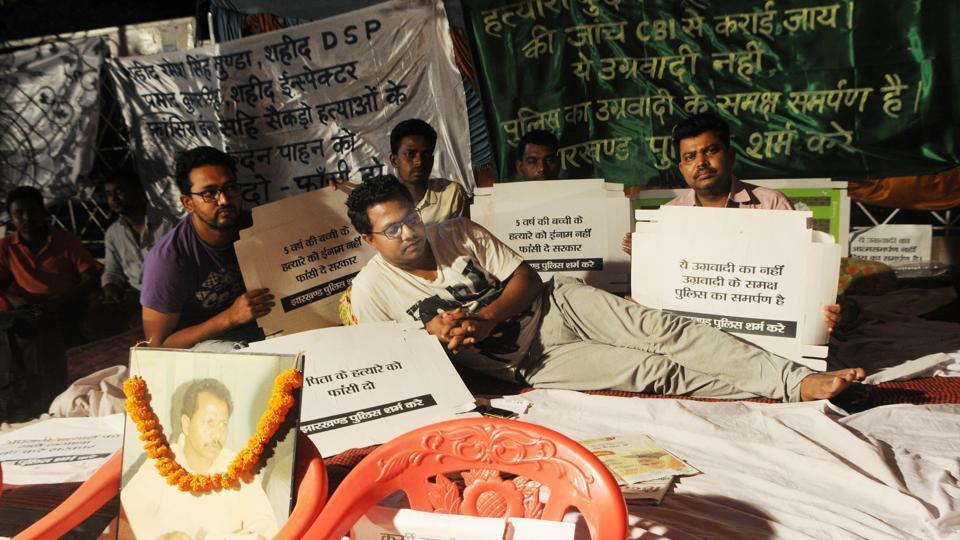 All Jharkhand Students Union (AJSU) legislator Vikas Munda staging fast unto death demanding CBI probe against CPI Maoist leader Kundan Pahan's stage managed surrender .