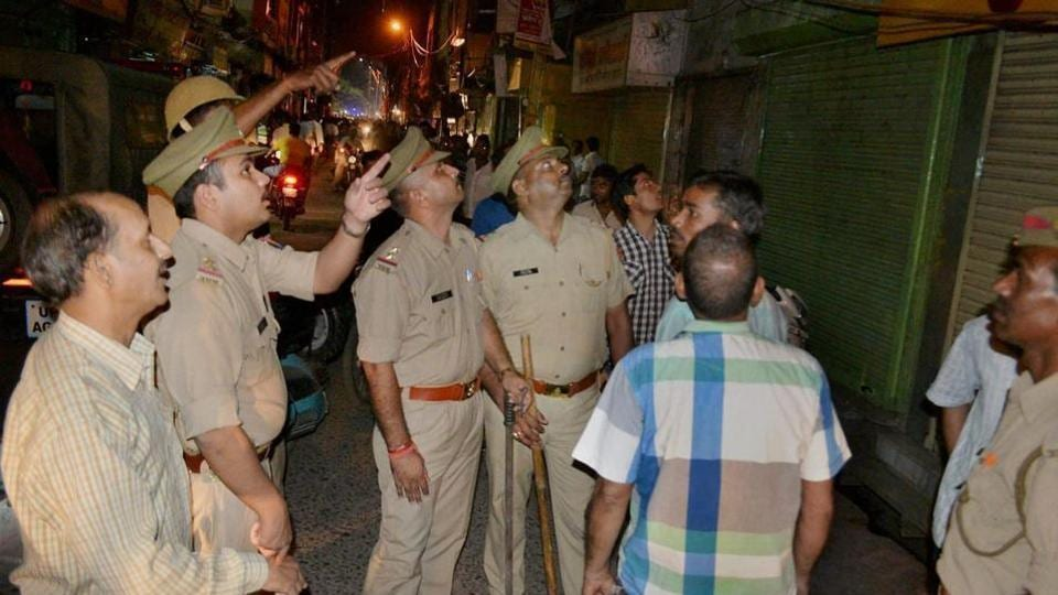 Police inspect the jewellery shop after it was attacked by robbers in Mathura.