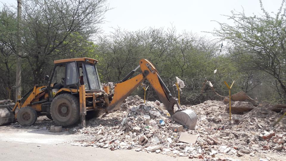 MCG,Aravali forest area,dumping of C&D waste