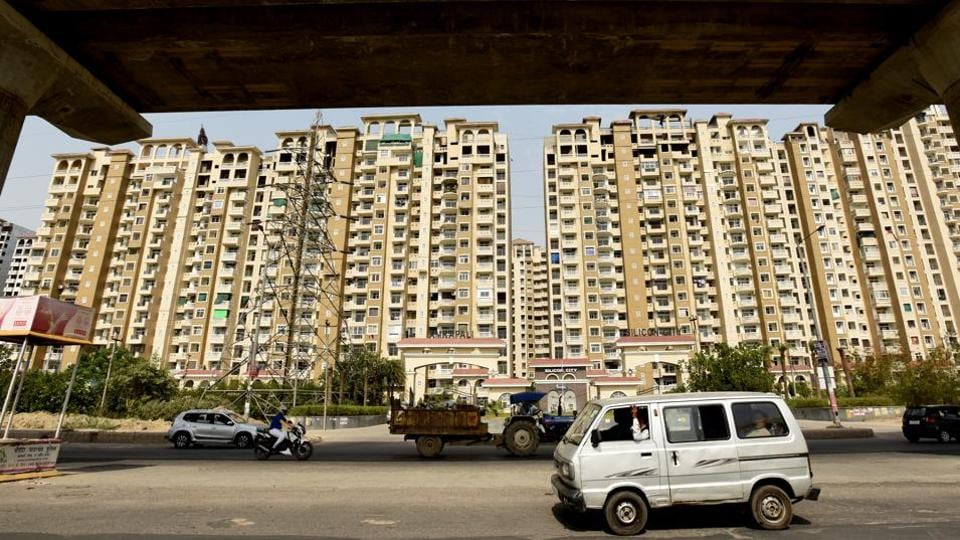 Homebuyers in Amrapali Silicon City in Sector 76 on Tuesday met the chief architect and town planner seeking an inspection.