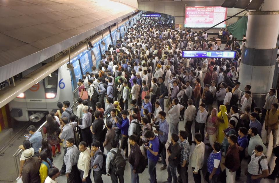 Delhi metro,Theft in Delhi metro,Rajiv Chowk