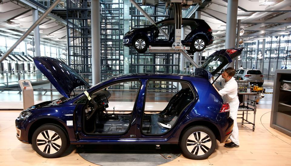 FAW-Volkswagen will recall 416,364 Golfs produced between September 2009 and May 2014, and 161,226 Sagitars produced between July 2010 and March 2012.