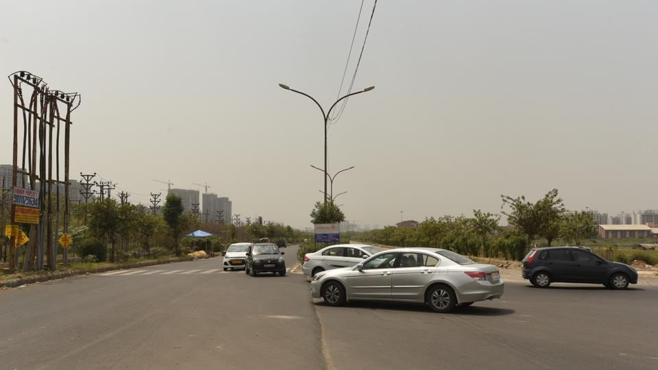 The intersection is situated on the service road leading to Greater Noida and runs parallel to expressway.