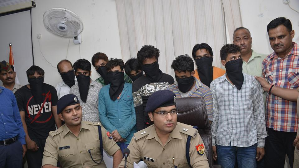 A gang of 10 was arrested by the Ghaziabad police for duping customers on the pretext of solving their personal problems.