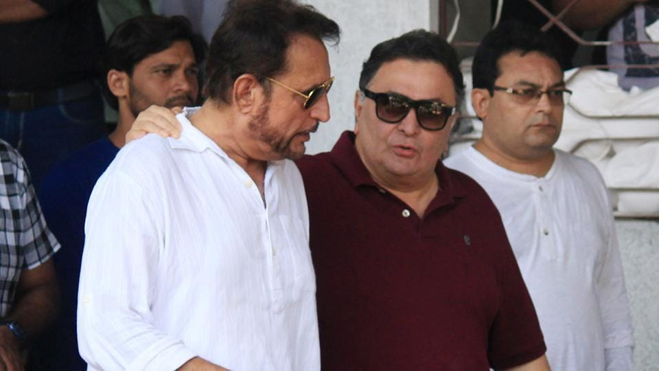 Rishi Kapoor and Kiran Kumar attended the funeral together. (Photo: Prodip Guha/HT)