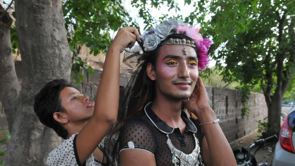 There is a widespread support for the scrapping of Section 377 and equality for the LGBT community by various sections of Indian society. (Mujeeb Faruqui/HT Photo)