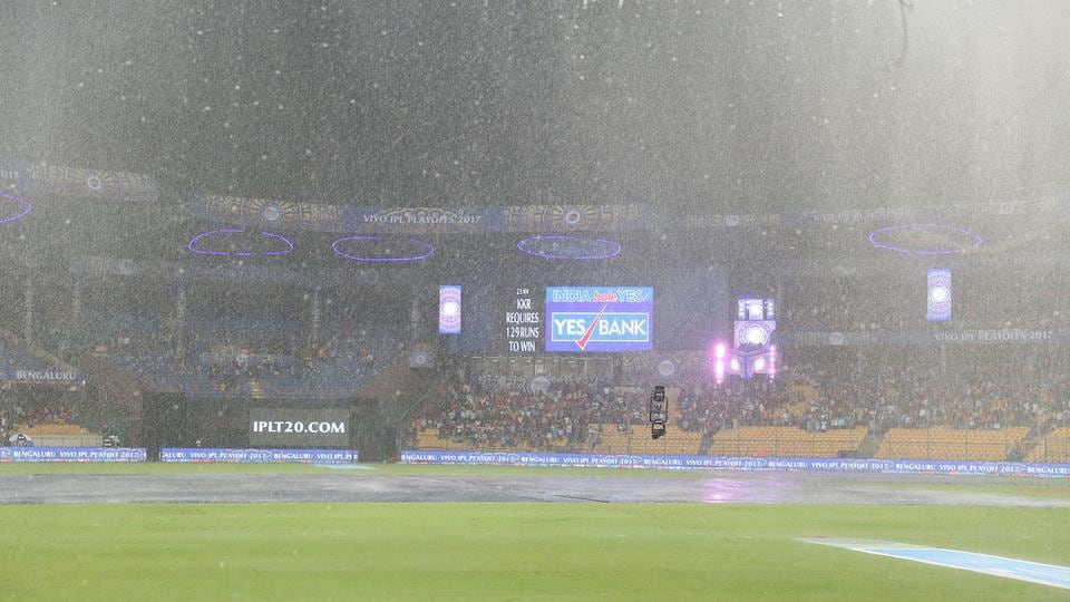 That's when the rain came in, and for a few hours, it seemed like the match wouldn't resume. SRH would have gone through in such a scenario, because of their third place in the league standings. (BCCI)