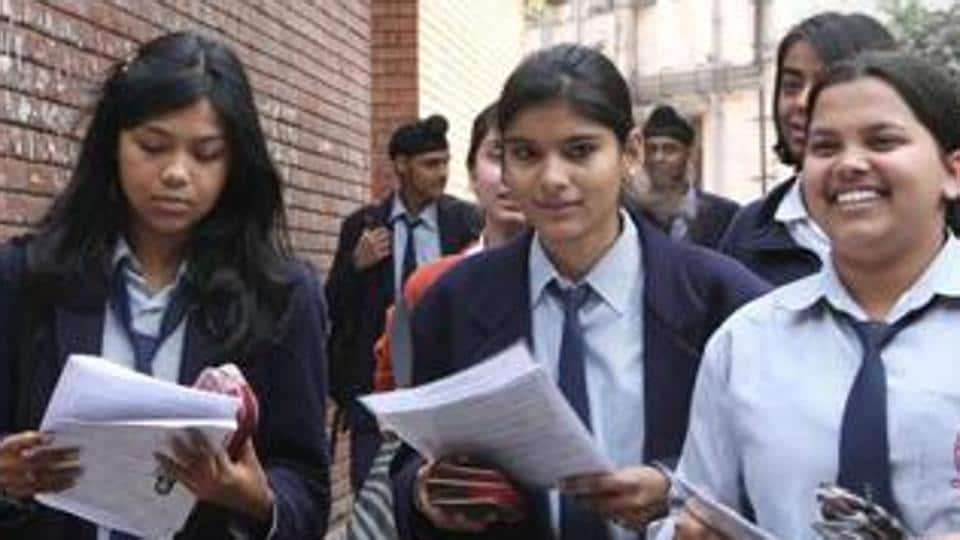 The Tamil Nadu government's Directorate of Government Examinations,  declared the Class 10 Secondary School Leaving Certificate ( SSLC)  results today at 10 am .